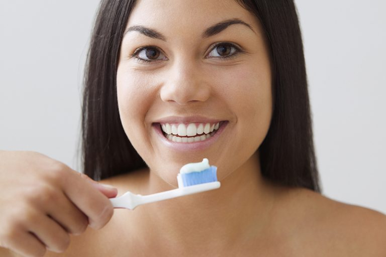 young-woman-brushing-her-teeth